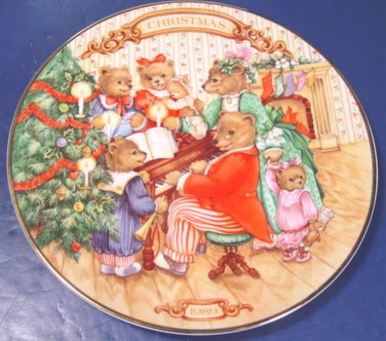 1989 Together for Christmas Avon holiday plate bears porcelain china 22K gold trim, box
