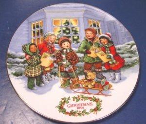 1991 Perfect Harmony Avon Christmas plate children carolers porcelain china 22K gold trim, box