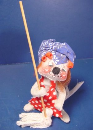 Annalee Mobilitee cloth mouse doll with mop bandana curlers 1971 label tag