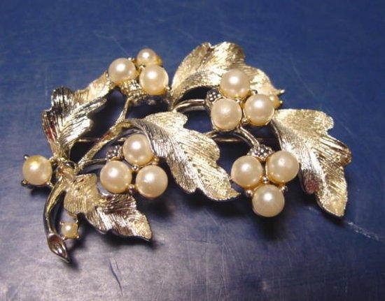Lisner faux pearl leaf brooch pin vintage gold color leaves grape clusters