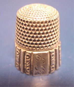 Simons Brothers sterling silver vintage sewing thimble #2 decorative scroll panels initials