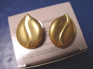 Satin Swirl pierced earrings vintage Avon 1987 goldtone gold color metal with box