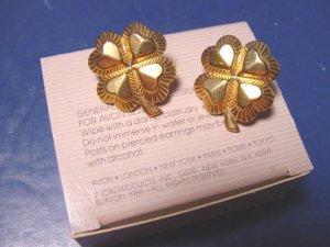 Lucky Four Leaf Clover Avon vintage 1988 pierced earrings heart shamrock goldtone metal 4-leaf