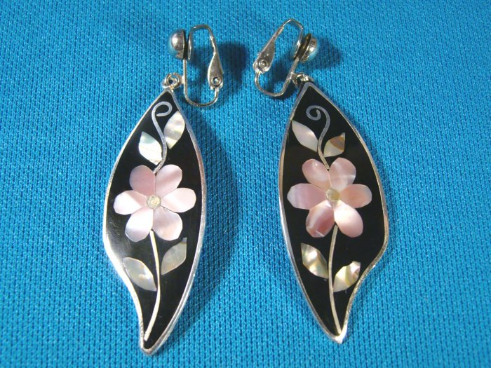 Abalone mother of pearl Alpaca flower black onyx earrings Alpacca Mexico silver color metal clip on