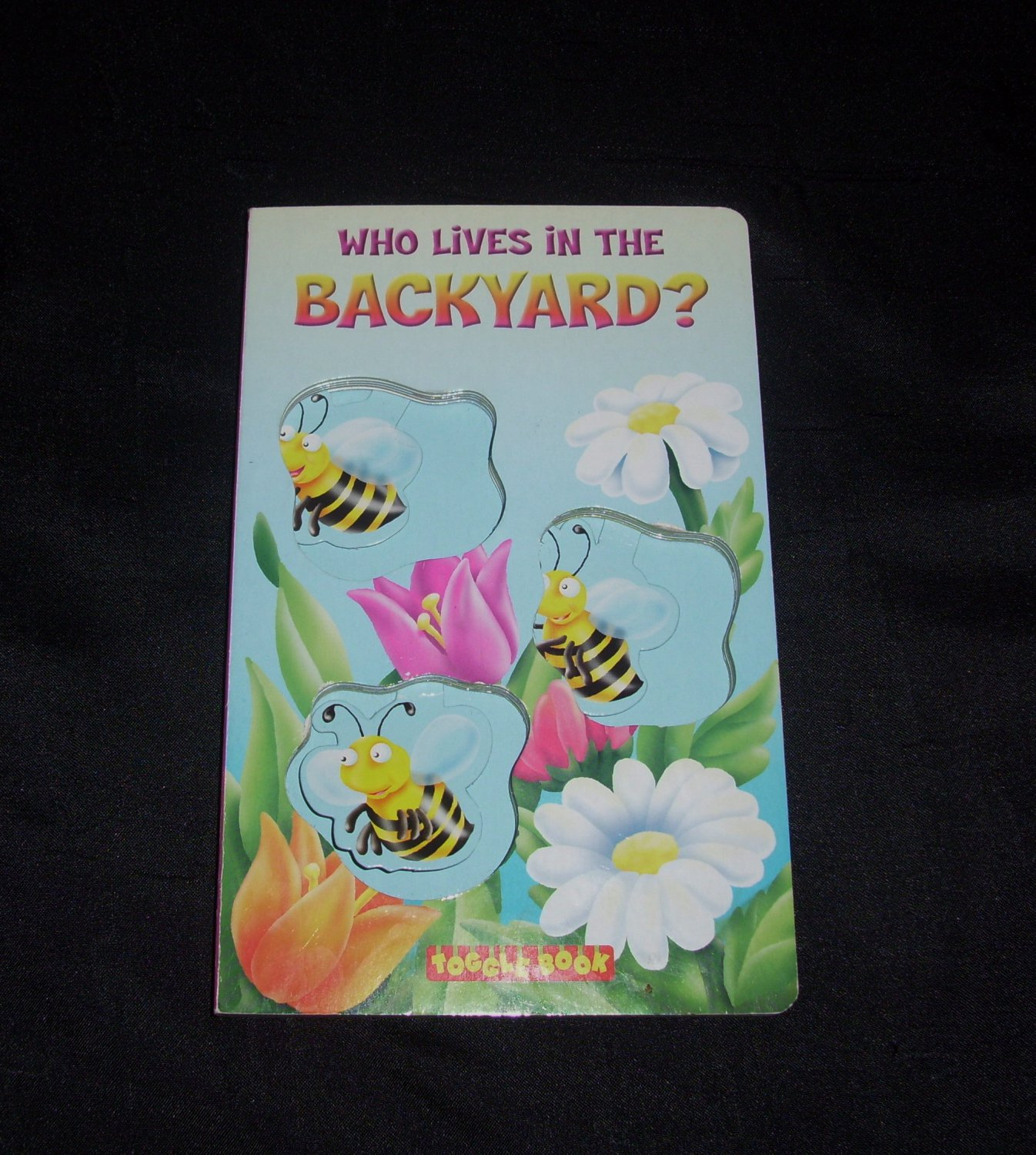 Who Lives in the Backyard Toggle Book