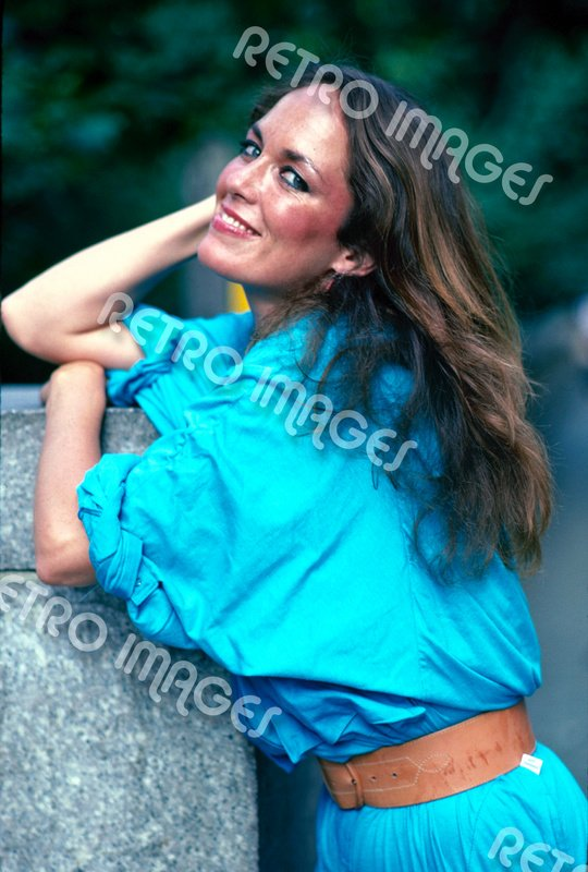 Catherine Bach 8x10 PS708