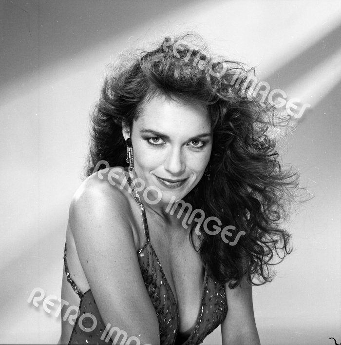 Catherine Bach 8x10 PS2303