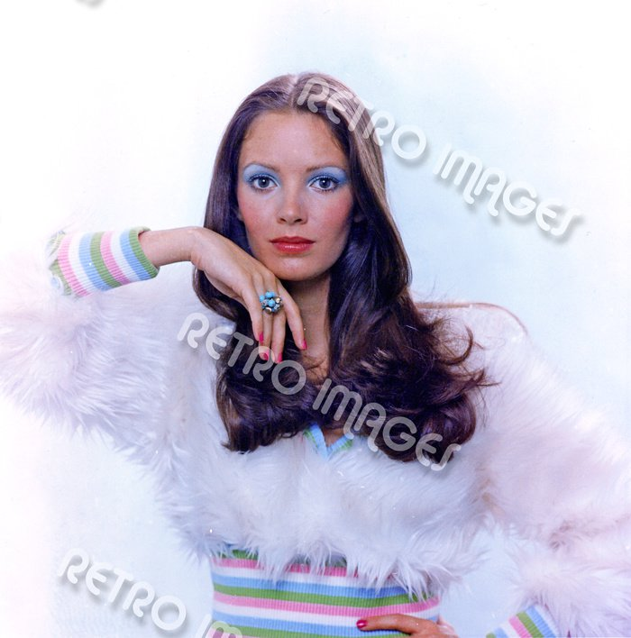 Jaclyn Smith 11x14 PS60-408