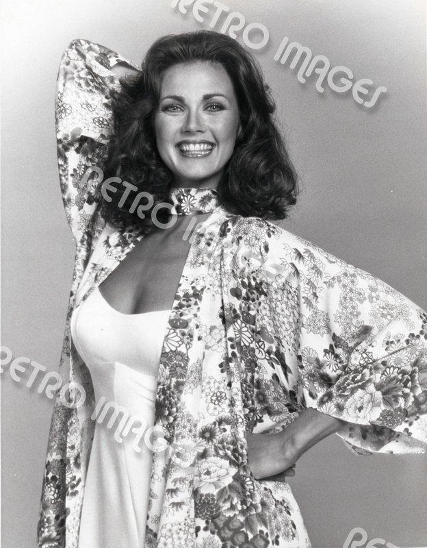 Lynda Carter 8x10 PS2411