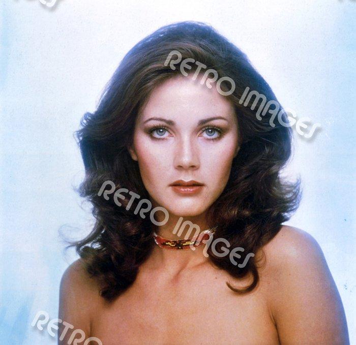 Lynda Carter 8x10 PS3401