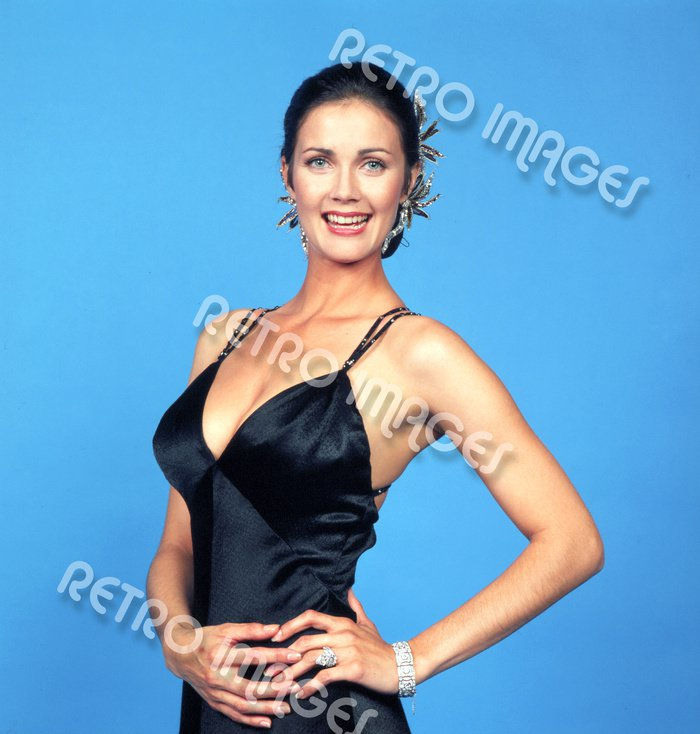 Lynda Carter 8x10 PS4909