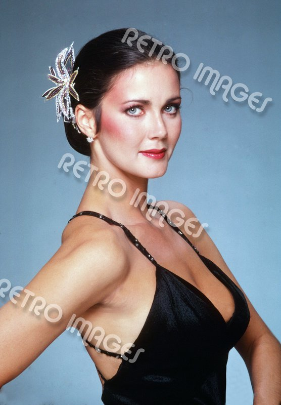 Lynda Carter 8x12 PS4911