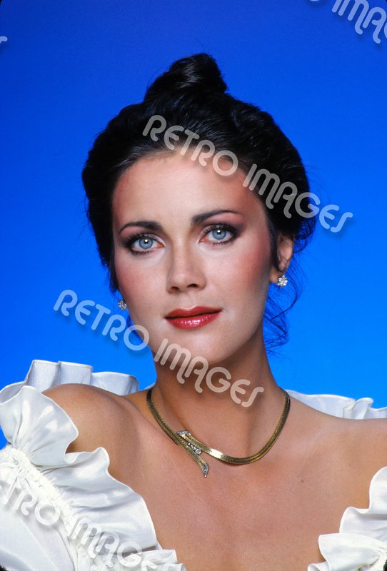 Lynda Carter 8x12 PS5007