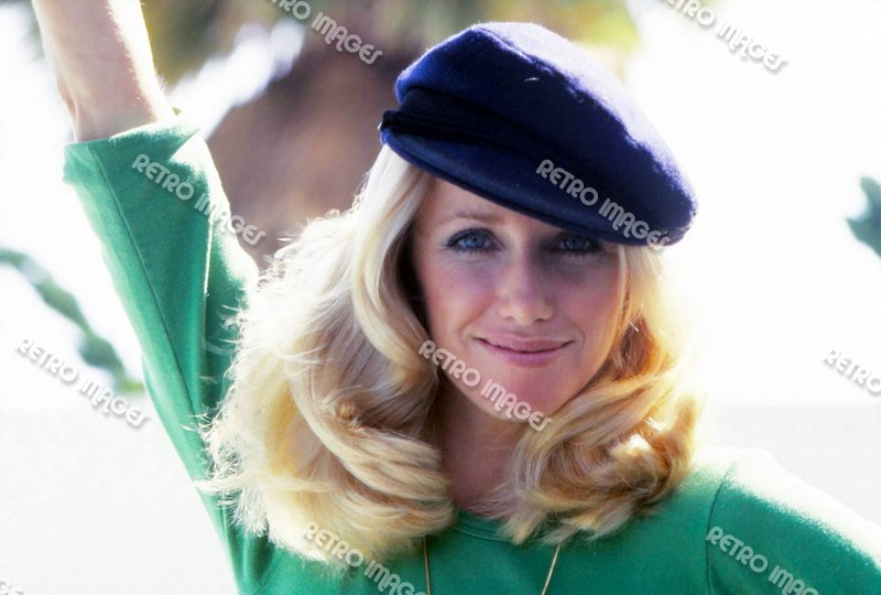 Suzanne Somers 8x10 PS3201