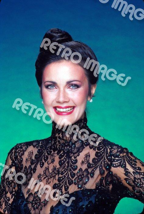 Lynda Carter 8x12 PS4810
