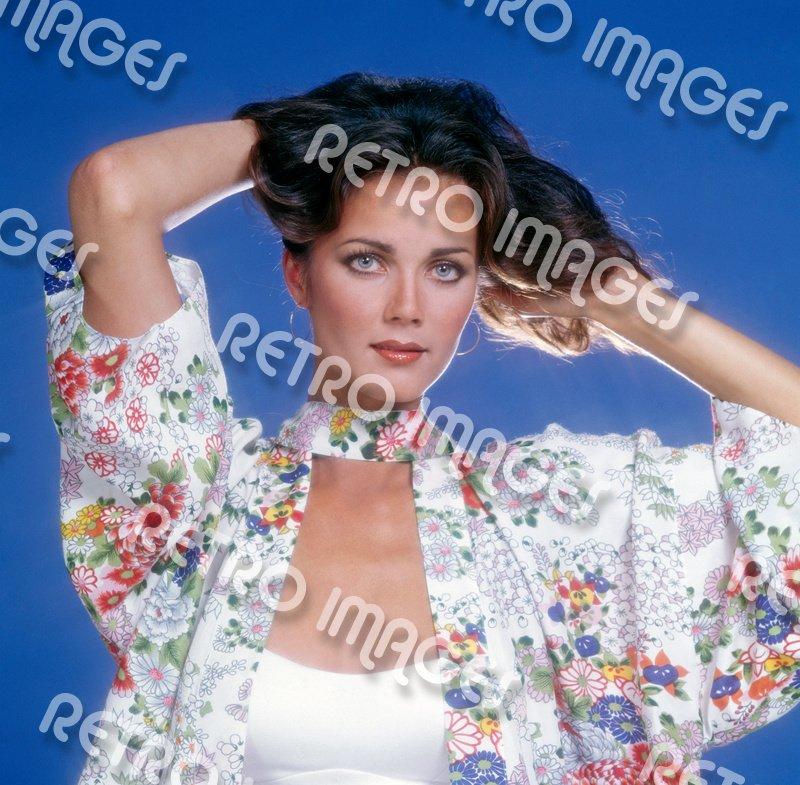 Lynda Carter 8x10 PS2404