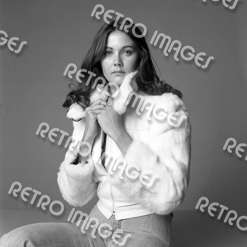 Lynda Carter 11x14 PS9301