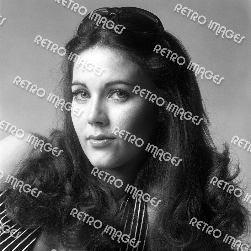 Lynda Carter 8x10 PS9701