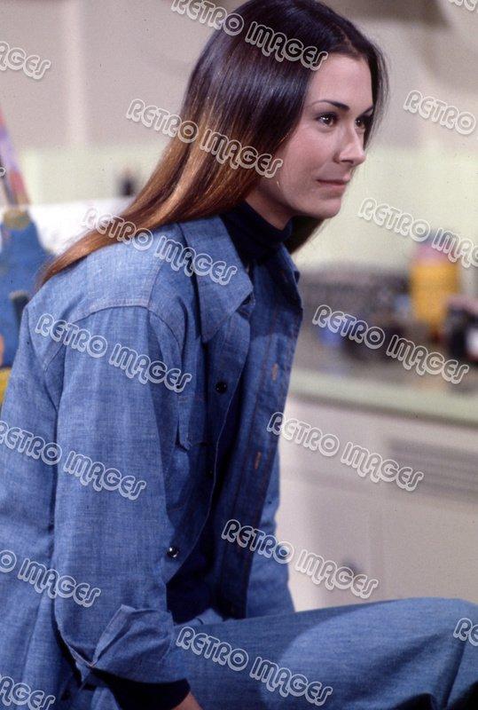 Kate Jackson 8x12 SSFG01