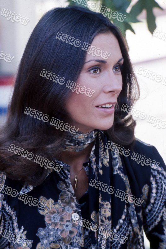 Kate Jackson 8x10 PS3202