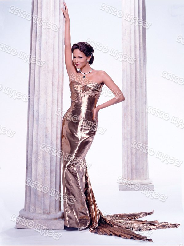 Halle Berry 8x10 DDPS303