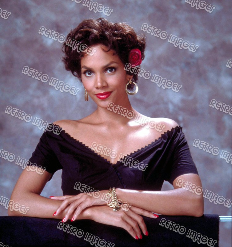 Halle Berry 8x10 DDPS402