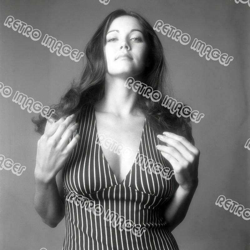 Lynda Carter 8x10 PS9706