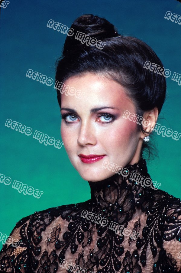 Lynda Carter 8x12 PS4809