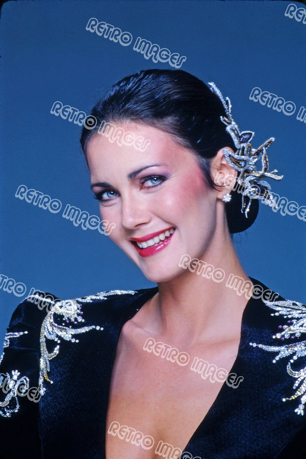 Lynda Carter 8x12 PS4903