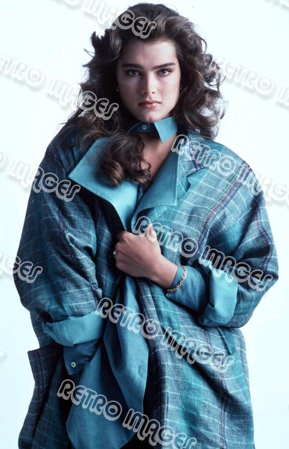 Brooke Shields 8x10 PS6403