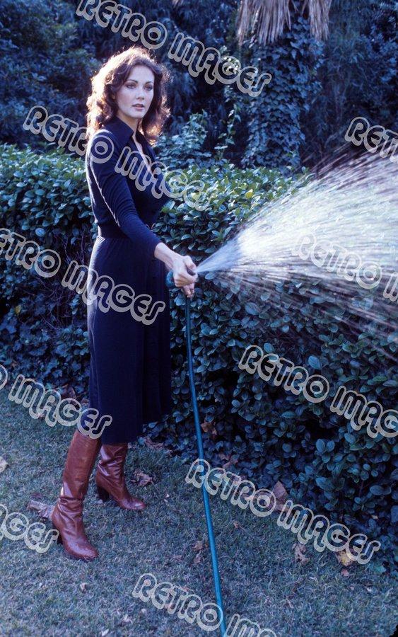 Lynda Carter 8x12 PS1207