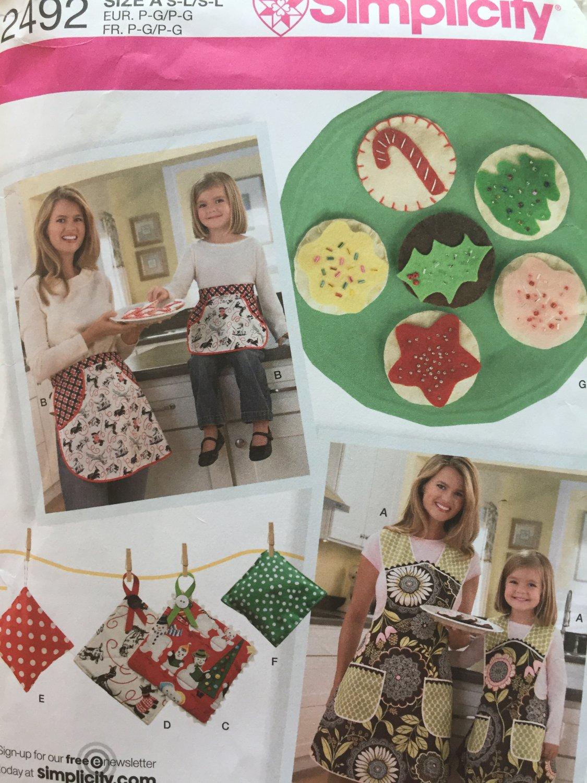 Felt Food, Childs/Misses Aprons, Kitchen Accessories Pattern UNCUT Simplicity 2492
