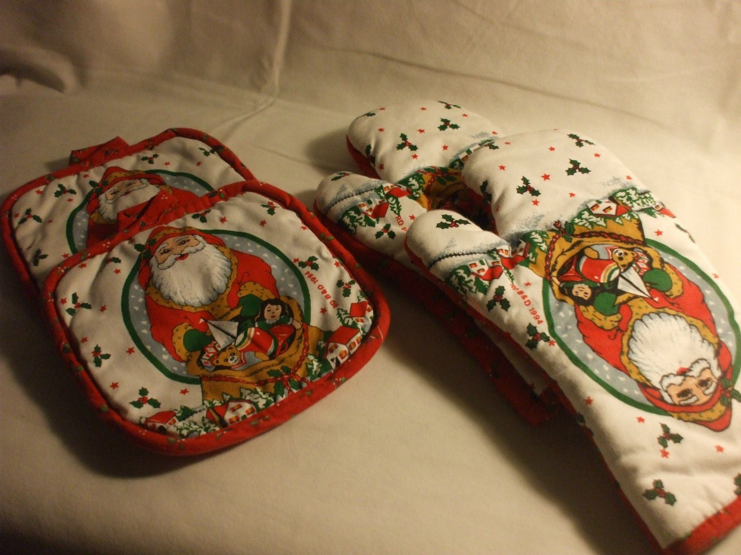 Holiday Pot Holders & Oven Mitts Cambridge Kitchen Fashions  100% Cotton