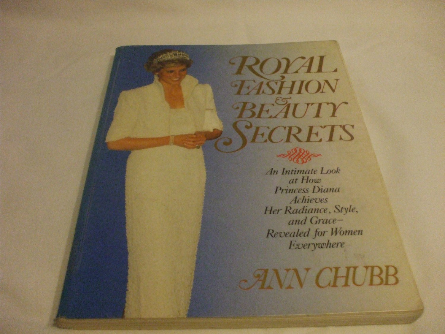 Princess Diana Royal Fashion and Beauty Secrets 1992 Collectors Softcover Ann C