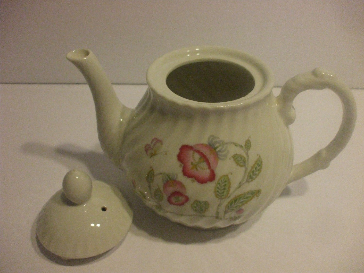 White-Porcelain-Teapot-with-Pink-Flowers-And-Butterflies-Holds-4-Cups-Liquid