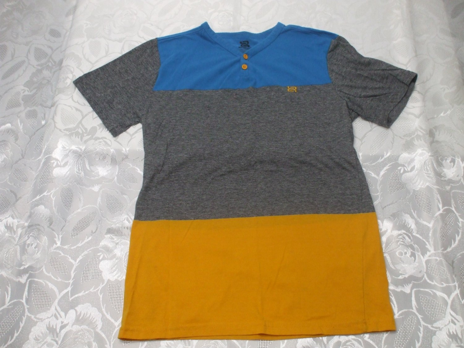 Kids Tricolored T-shirt Small 8-10 years old