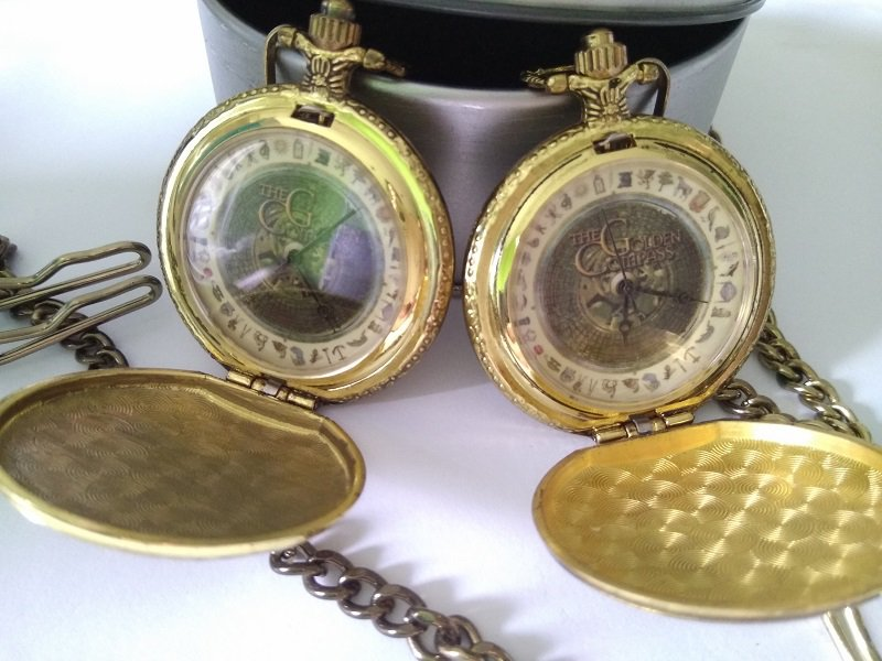 2X 2007 The GOLDEN COMPASS Alethiometer Lyra POCKET Watch His Dark Materials Cosmetic DEFECTS