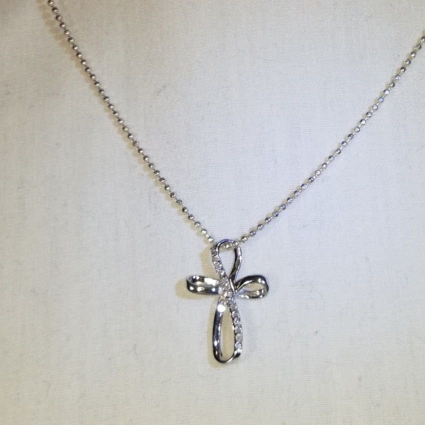 925 STERLING SILVER BEADED NECKLACE w/ A NATURAL DIAMOND CROSS PENDANT