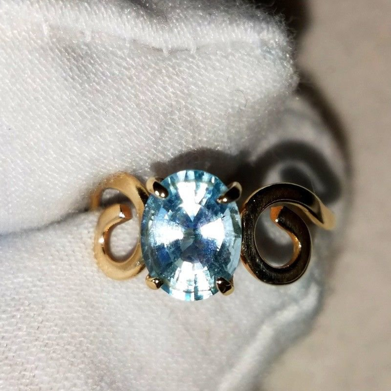 NATURAL Oval Solitaire 2.04 Carat Blue Topaz Set In 14K Solid Yellow Gold.