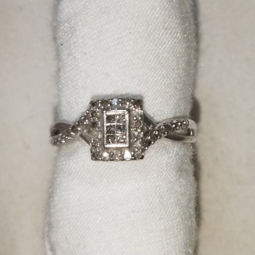SILVER GENUINE 0.60 Carat DIAMOND RING. PRICE REDUCTION CLEARANCE