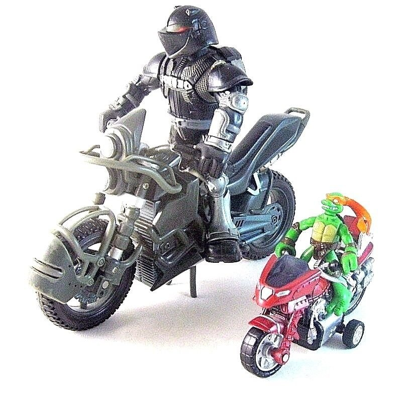 SET *2 NINJA TURTLES ACTION FIGURES WITH MOTORCYCLES YEAR 2008, COLLECTOR'S ITEM