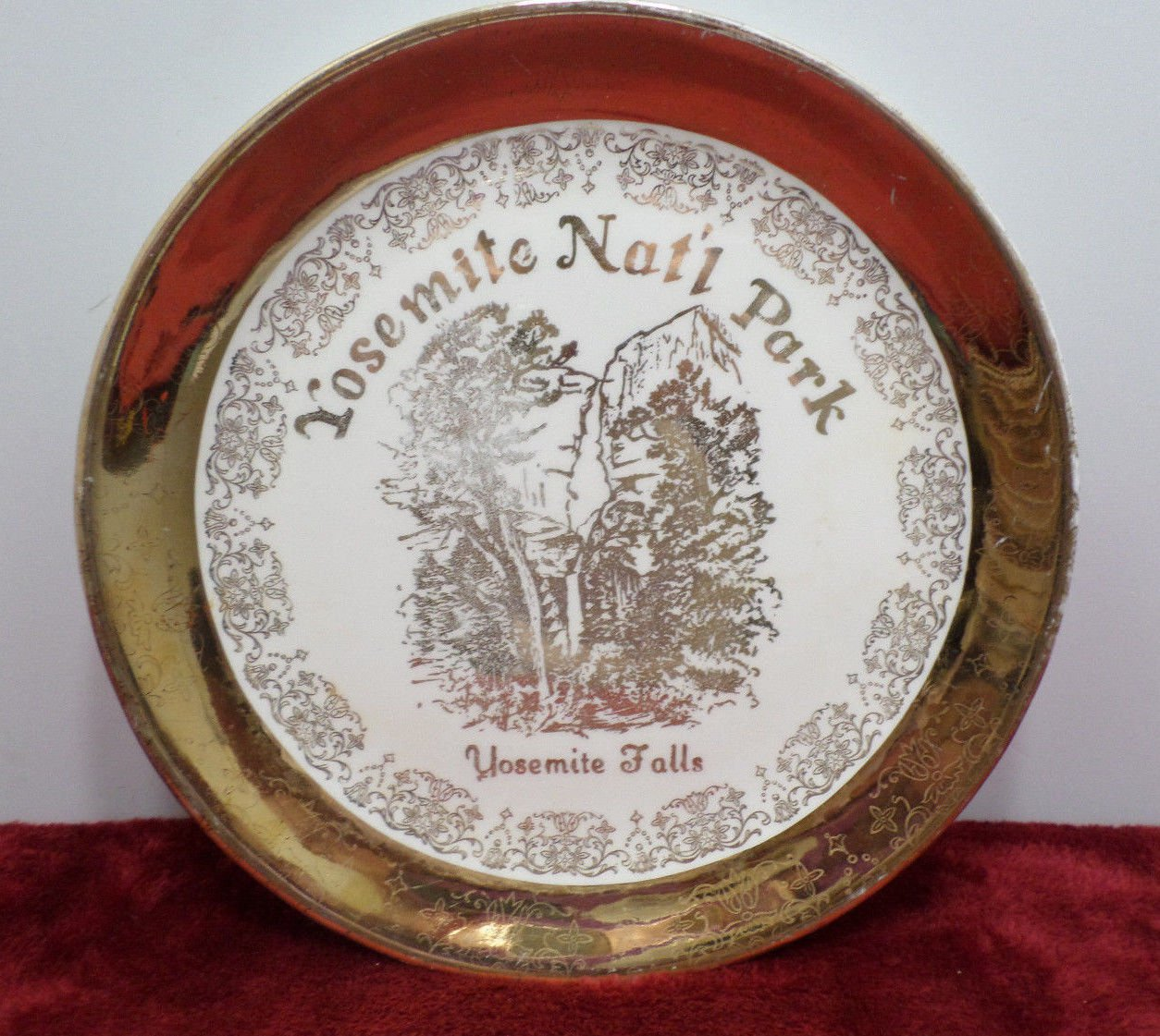 Souvenir Collector Plate Yosemite National Park White with 22K Gold Design
