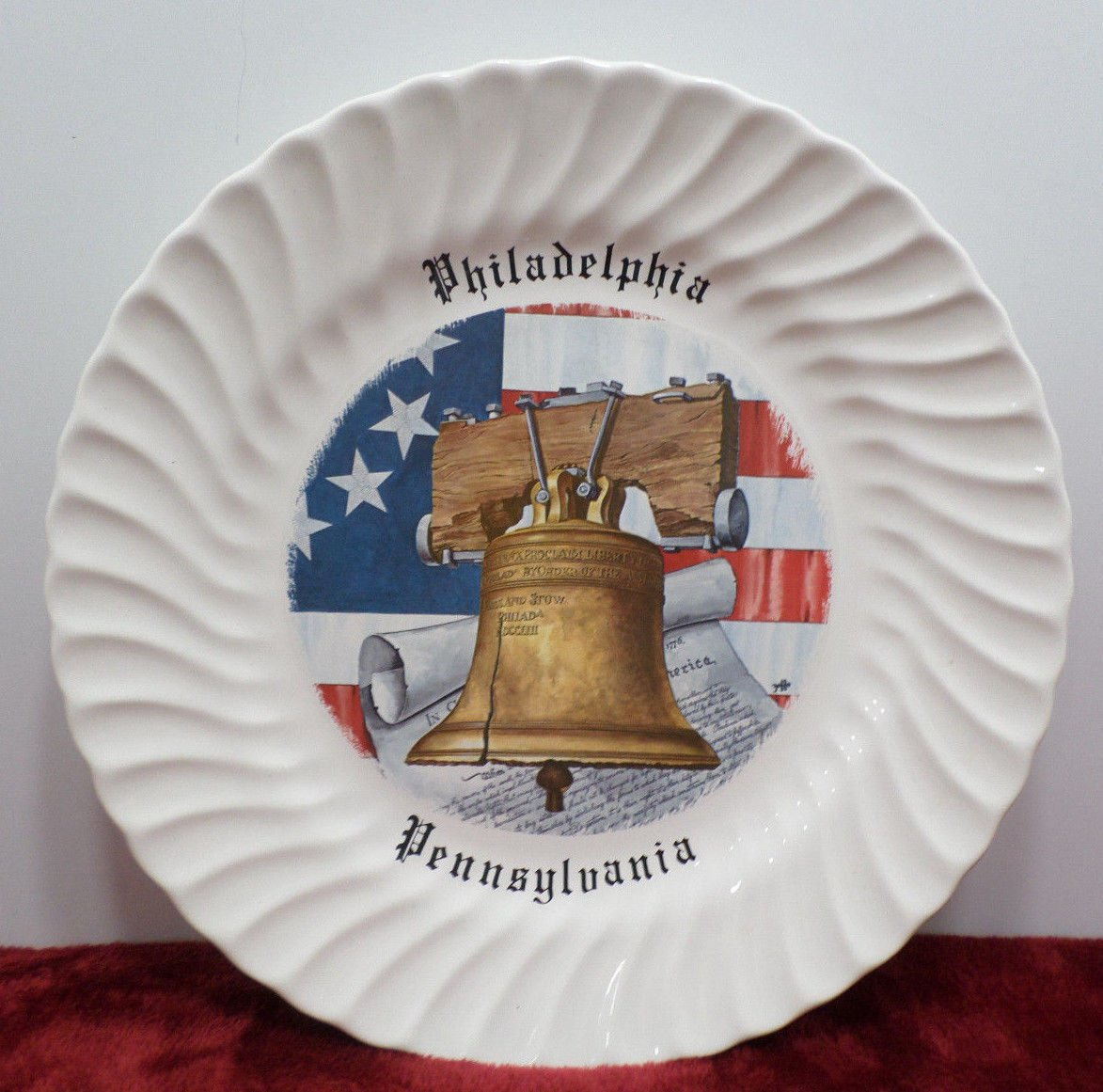 Souvenir Collector Plate Philladelphia Pennsylvania made in the USA