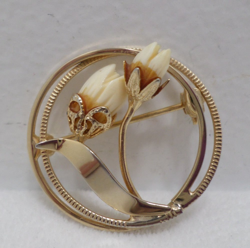 Brooch or Pin Gold Tone Metal with Floral Design