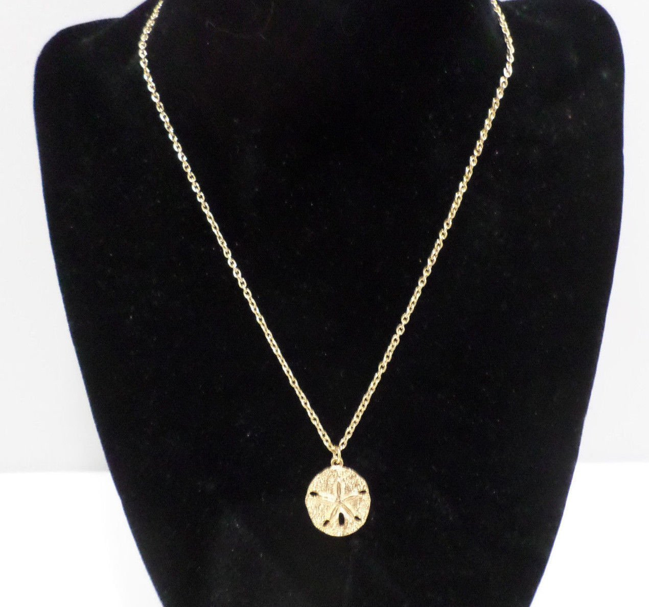 Necklace Gold Tone Metal Chain with Gold Tone Metal round starfish Pendant