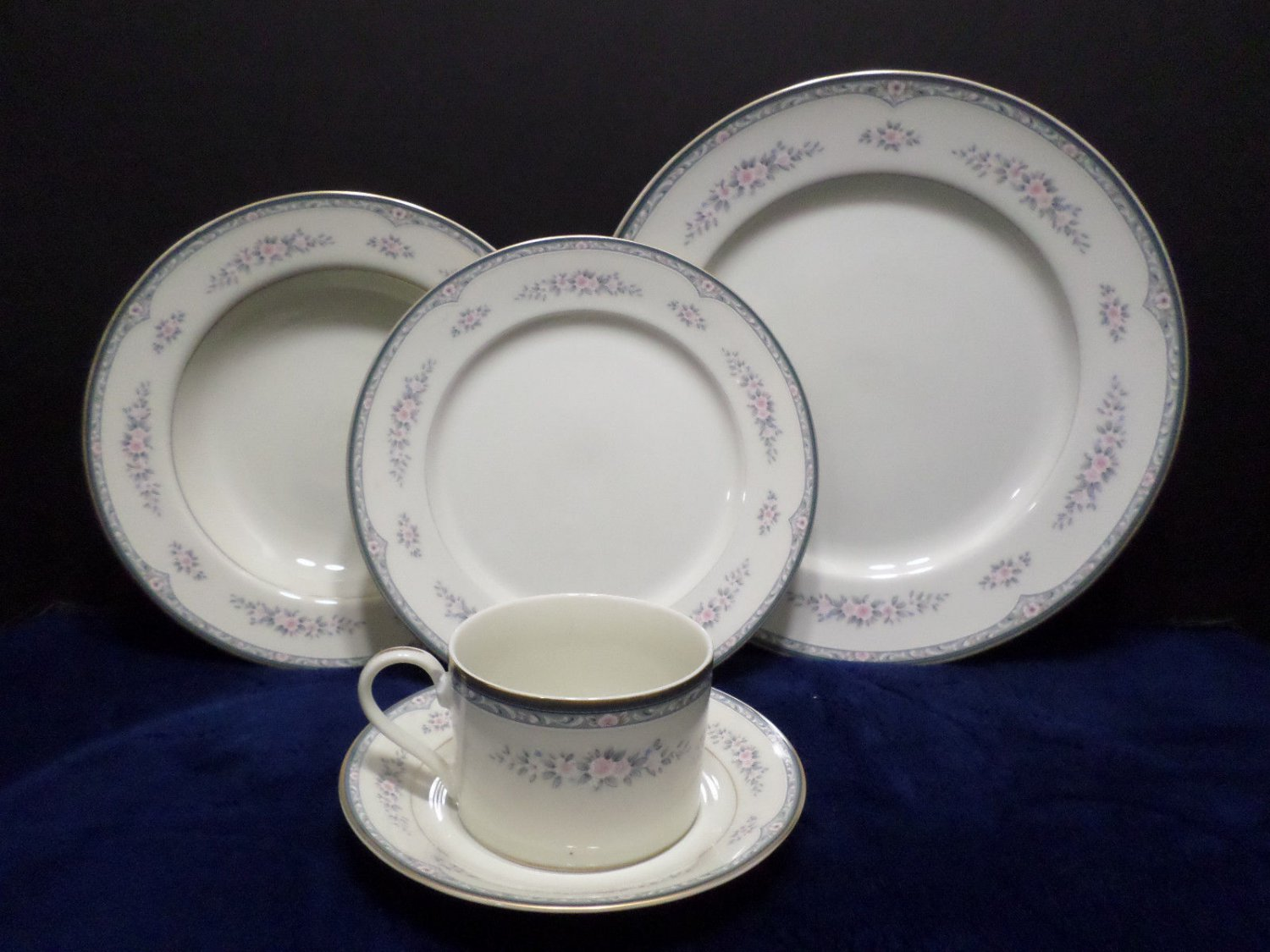 Mikasa 5 pc Place Setting fine china tea rose pattern made in Japan