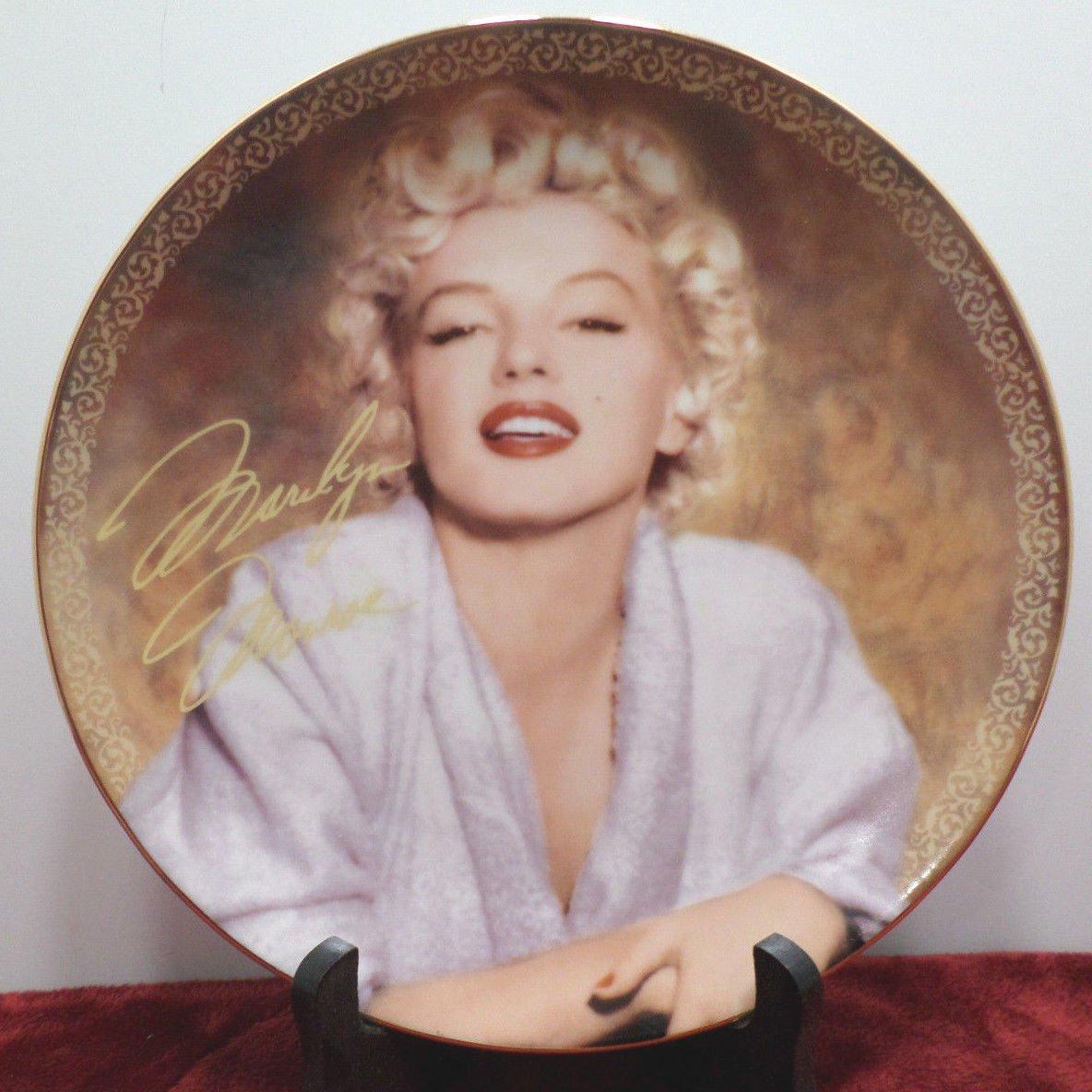 Collector Plate Marilyn Monroe Tempting in Terrycloth Bradford Exchange NOS