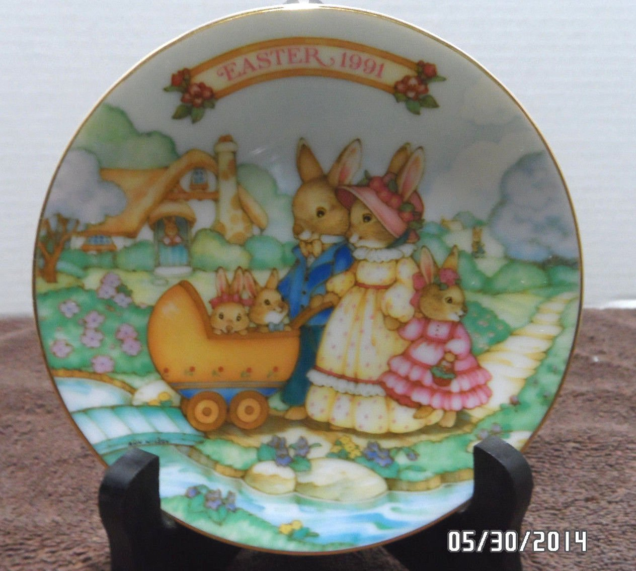 1991 Avon Collector Plate Easter Springtime Stroll Trimmed in 22K Gold