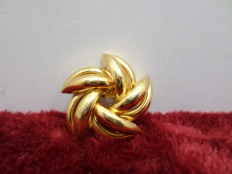 Womens Brooch or Pin Gold Tone Metal Vintage