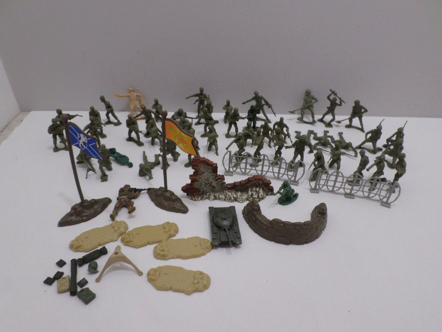 Green Plastic Army Men Action figures Toy Soldiers and other items 79 pcs